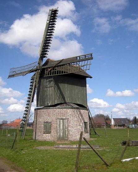 Stad Kortrijk koopt unieke vlaszwingelmolen