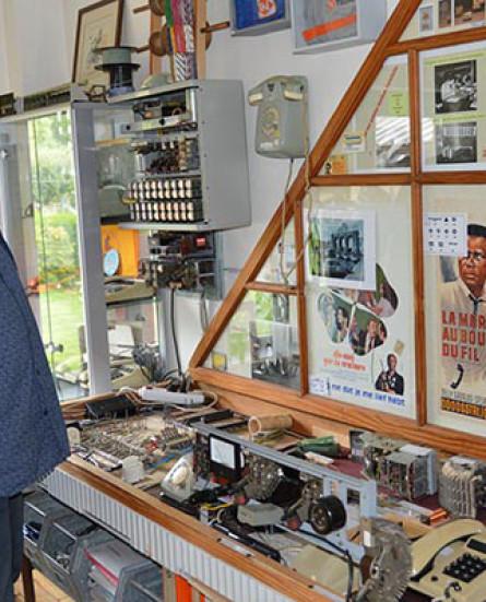 Verzamelaar Leo De Boeck opent telefoniemuseum